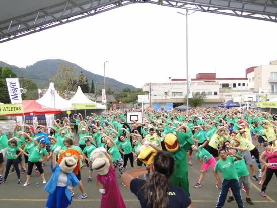 Mais de mil pessoas participaram da Caminhada e Corrida Movimento Cooper em Jaraguá do Sul