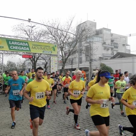 Caminhada e Corrida Movimento Cooper reuniu aproximadamente 1,4 mil pessoas em Blumenau