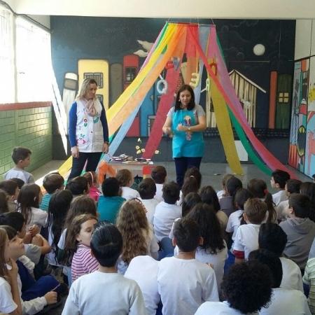 Projeto Sacola Viajante incentiva a leitura e a cooperação na Escola Santos Dumont, em Blumenau