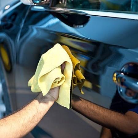 Confira três dicas para fazer a limpeza correta do seu carro em casa