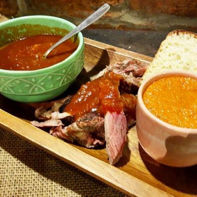 Molhos: barbecue e pimentão
