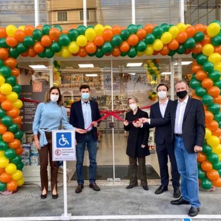 Cooper inaugura primeira farmácia de rua em Blumenau