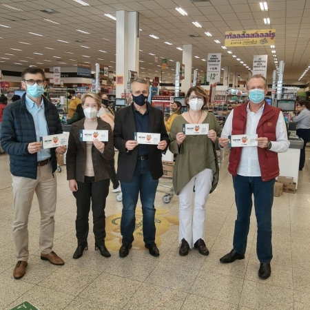 Cooper distribui vales-compras para famílias impactadas pela pandemia